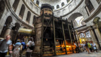 Aedicule which supposedly encloses the tomb of Jesus - Church of the Holy Sepulchre