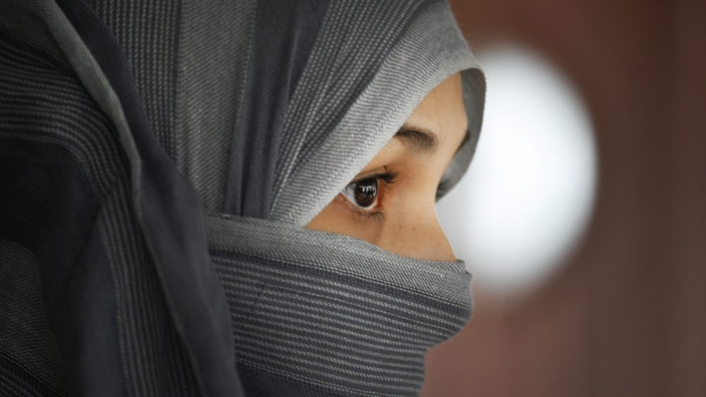 Young single women are headed for the Middie East to work among Muslim refugees.